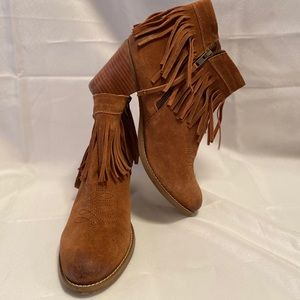 Ariat Unbridled Avery booties size 9.5